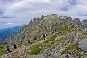 Hiking above the Restonica Valley (c) Atout France / Robert Palomba