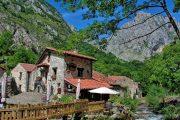 Riverside cafe in Bulnes