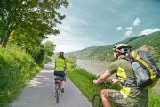 Cycling along the Danube (c) Oesterreich Werbung / Beni Mooslechner