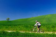 Cycling in the Tuscan countryside