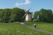 Gohliser Windmill on the Elbe Cycle Path, (c) Kolossos, Wikimedia Commons