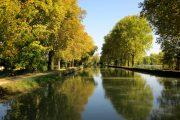 The still waters of the Canal de Garonne