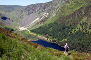 Udsigt over The Upper Lake i Glendalough-dalen