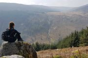 Udsigt til Carrawaystick Waterfall fra The WIcklow Way