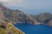 Baia di Leranto, Punta Campanella