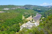 hiking at Senaque Abbey