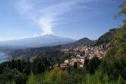 Udsigt over Taormina og Etna