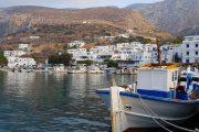Havnen i den hyggelige by Aegiali på Amorgos