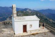 På toppen af bjerget Fanari ligger et lille kapel