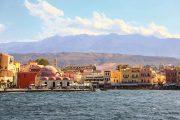 Den gamle by Chania med udsigt til Vestkretas bjerge bagved