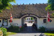 Indgangen til Svostrup Kro, som ligger på Trækstien