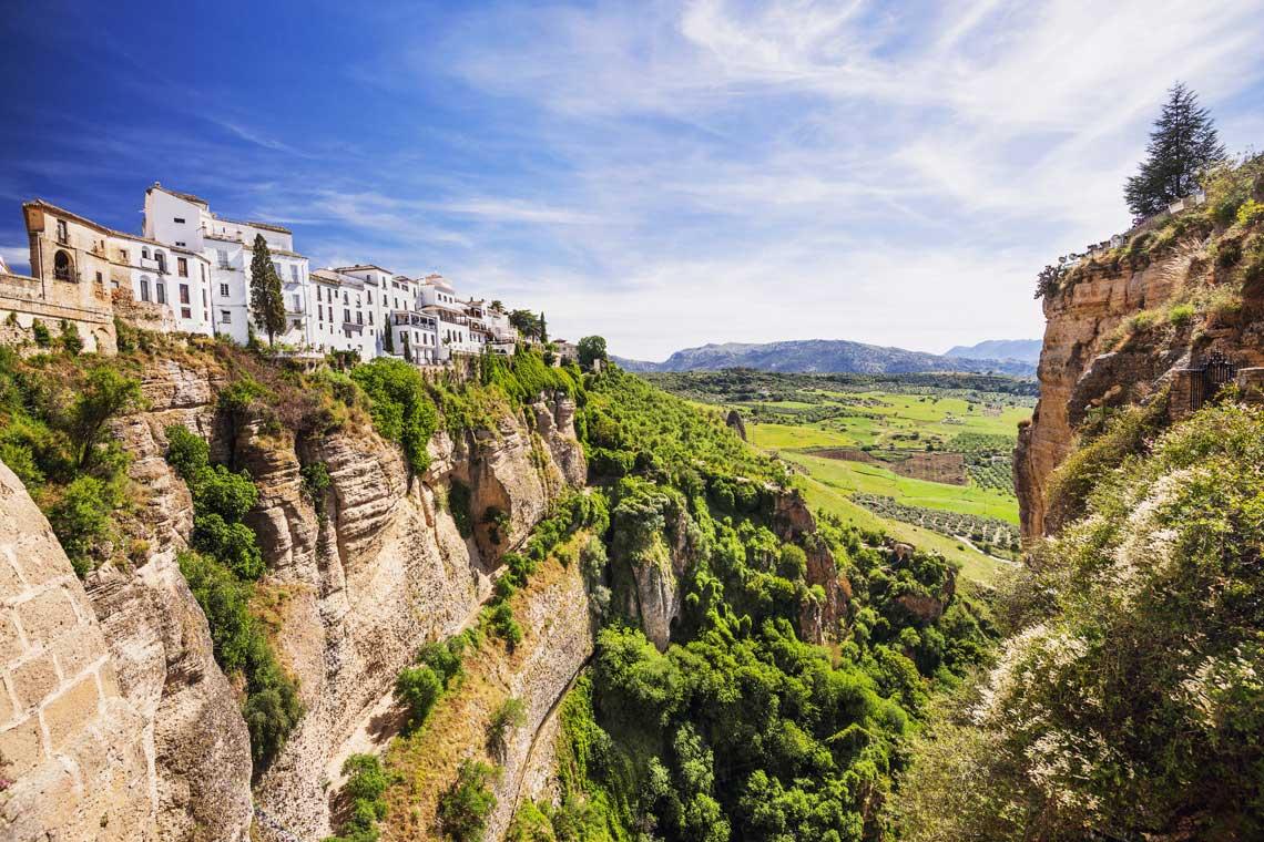 Udsigt fra Ronda over byen og det omkringliggende landskab.
