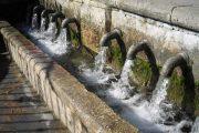 Der kan tankes frisk vand i de små landsbyers fontæner.