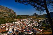 Montejaque er den sidste 'pueblo blanco' på turen. Her kommer du til at bo på et charmerende hotel med typisk andalusisk udsmykning.