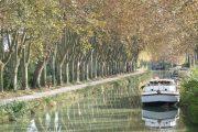 Cykling langs Canal du Midis rolige vande