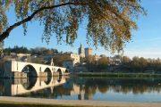 Middelalderbroen Pont Saint-Bénézet i Avignon