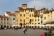 Piazza Anfiteatro, Lucca (c) Carlo Pelagalli / Wikimedia Commons