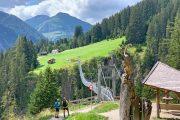 Kryds slugten Höhenbachtal via Østrigs mest spektakulære hængebro