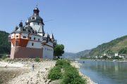 det ikoniske lille toldslot Pfalzgrafenstein, der ligger på en ø lige midt i floden