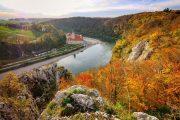 Udsigt over Donaukløften og barokklostret Weltenburg